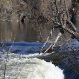 Photo de rivière en crue